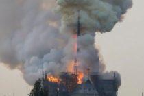 Incendio consume el tejado de la catedral de Notre Dame en París (Videos)
