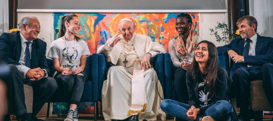 Papa lleva programa de fundación educativa a más 200 jóvenes en Miami-Dade