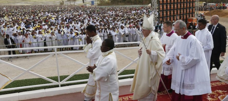 ¡Impresionante! Papa Francisco celebró misa en Madagascar ante un millón de personas