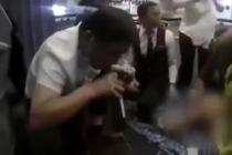 Doctor tuvo que succionar la orina de un pasajero con problemas de vejiga en pleno vuelo para salvarle la vida