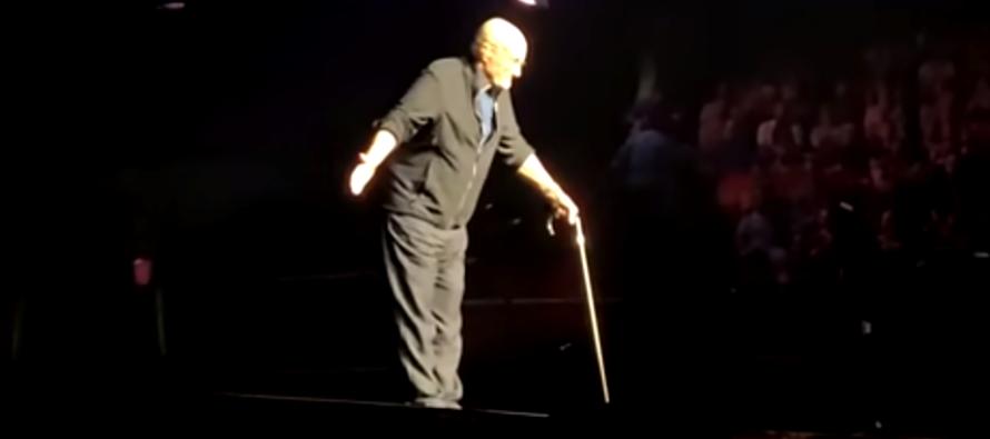 Divulgan fotografías de Phil Collins un día antes de su caída en pleno concierto