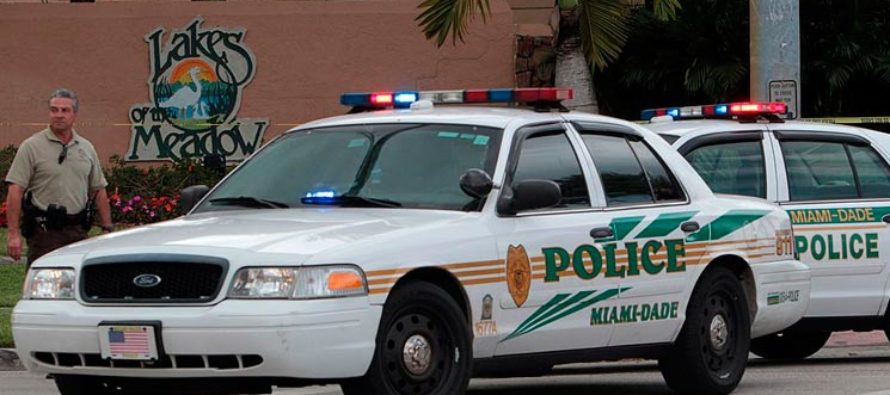 Difunden video de violento arresto que realizó un policía de Miami-Dade a una mujer (video)