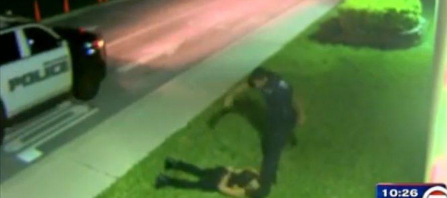 Policía de Hollywood fue acusado de patear en la cara a hombre esposado (Video)