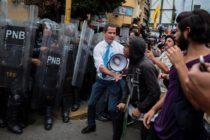 Oposición venezolana es reprimida en marcha convocada por Juan Guaidó