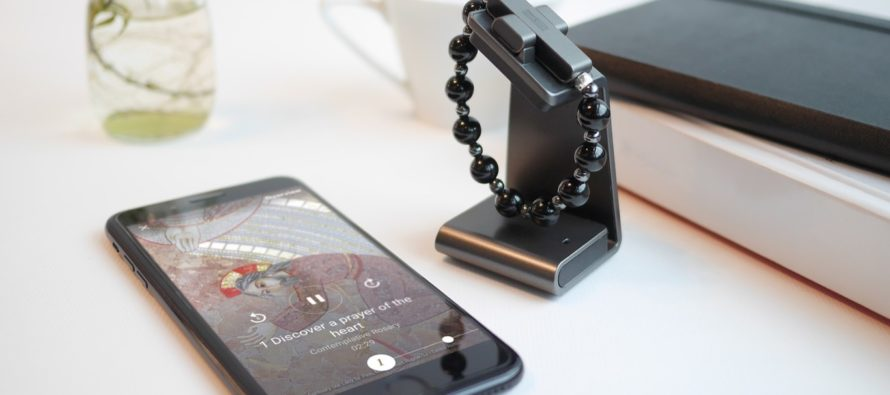 ¡Clic para rezar! El Vaticano lanzó rosario inteligente que se conecta con el móvil