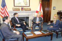 Embajador Vecchio se reunió con senadores Rubio y Menéndez para discutir la situación de los venezolanos en EE UU