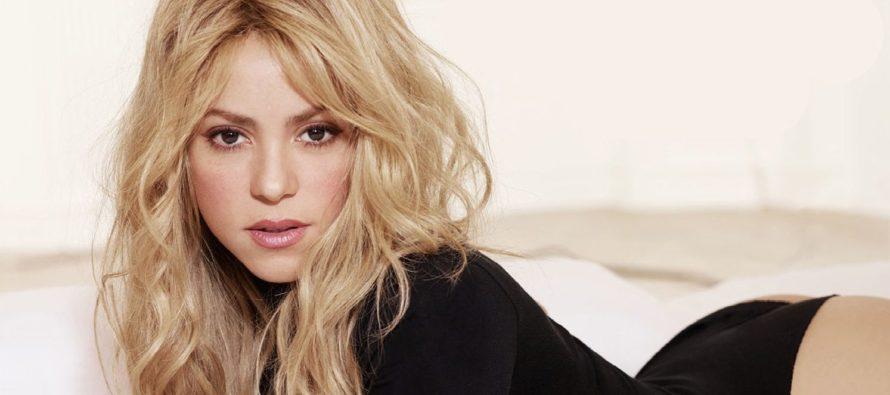 Shakira estira las piernas al estilo del Kamasutra (VIDEO)