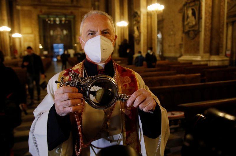 Pánico en Nápoles: San Genaro no licuó su sangre