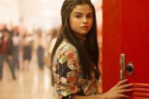 ¡De infarto! Captan a Selena Gómez en insinuante vestido rojo