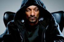 Rapero Snoop Dogg tiene un empleado solo para que le arme los cigarrillos