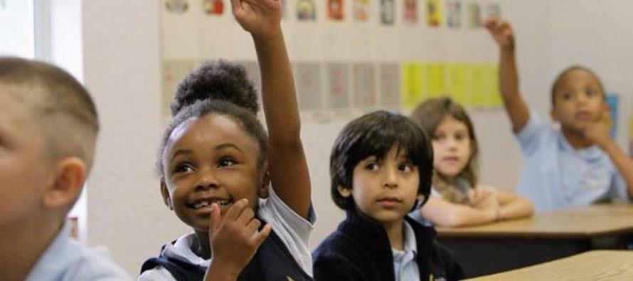 Un nuevo informe encuentra que los estudiantes de las escuelas chárter de Florida superan constantemente a sus compañeros en las escuelas tradicionales públicas