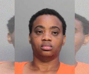 Madre inconsciente deja a su hijo en la orilla de la carretera y es arrestada en Florida