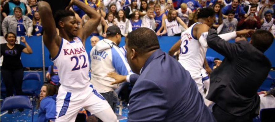 Juego de baloncesto universitario terminó con espectacular trifulca entre ambos equipos (Video)