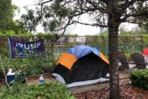 Trumpistas acampan en Orlando
