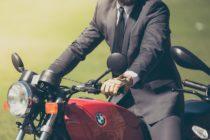 La mala suerte de un motociclista se hace tendencia en las redes sociales (VIDEO)
