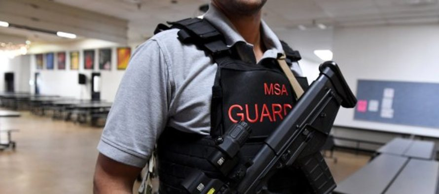 Escuela de Florida contrató a 2 ex veteranos de guerra para combatir a tiradores activos