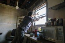 Inmigrantes reconstruyen Florida tras paso de huracán