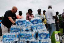 Grupo sin fines de lucro de Florida envía agua potable a las Bahamas