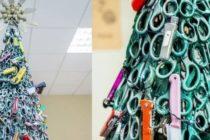 Arman árbol de navidad con artículos confiscados en aeropuerto en Lituania