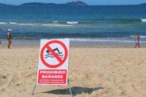 Por bacteria fecal en el agua emiten advertencia en cinco playas de Miami-Dade
