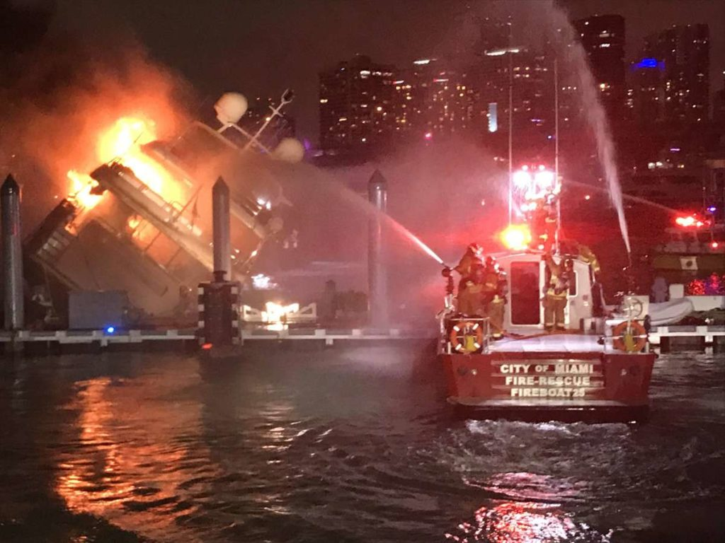 (VIDEO) Explota y se incendia yate de Marc Anthony en Miami