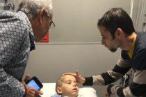 Da sus primeros pasos niño cubano operado de un tumor cerebral en Miami