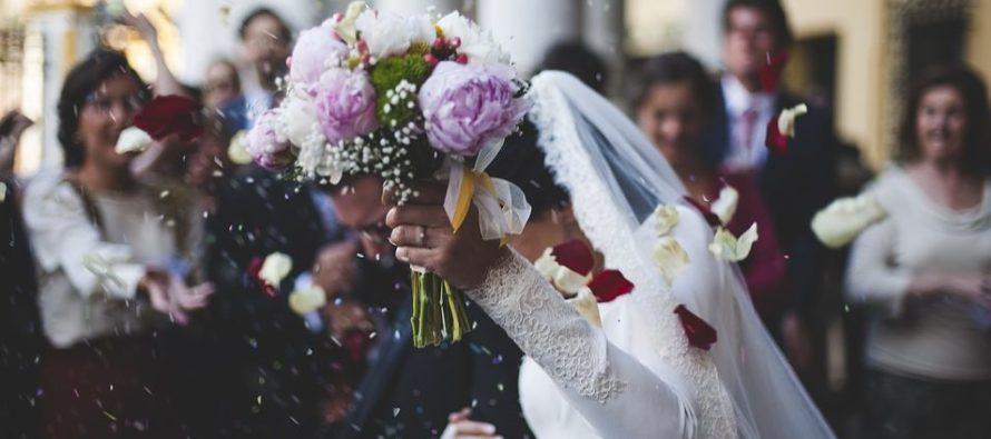 Hombre violó a dama de honor en despedida de solteros, su pareja lo pilló y dos días después se casaron igual