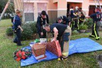 Bomberos salvan regalos de Navidad de una familia en Florida