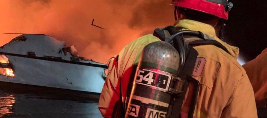 Buscan 30 desaparecidos del incendio de un barco en California