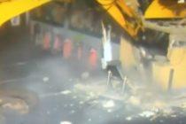 ¡Increíble! Robaron cajero automático con una máquina excavadora