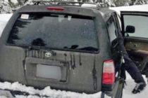 Hombre y su perro sobreviven 5 días atrapados por la nieve en un auto