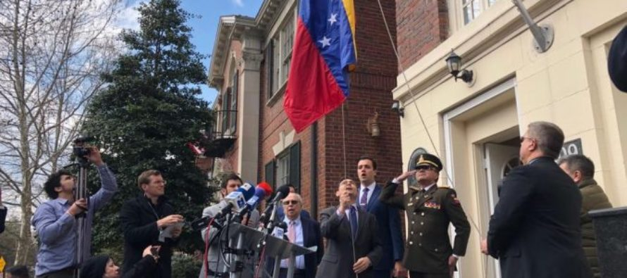 Carlos Vecchio condenó visita del reverendo Jesse Jackson a ocupantes de la Embajada
