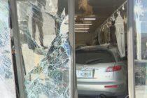Un vehículo choca contra una tienda en el sur de Florida