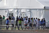 Concentración por el día de las madres en contra de la detención de niños en Homestead