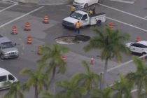 ¡Tome precauciones! Reparan gigantesco agujero en calle de Coconut Grove