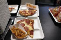Trump ordenó regreso de pizzas, hamburguesas y papas fritas a comedores escolares en Florida