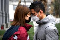 Infiel se contagió de coronavirus durante viaje con su amante y ahora pasa la cuarentena con su esposa