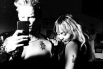 ¡Al borde de la censura! Miley Cyrus se lo agarra a Cody Simpson y lo publica en Instagram (FOTOS)