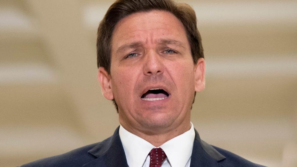 El gobernador Ron DeSantis firma una legislación histórica
