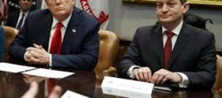 Secretario de Trabajo de Trump se pronunció tras acusaciones de favorecer a Jeffrey Epstein