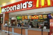 Un hombre agredió a dos personas en McDonald's  por bromear sobre su vestimenta