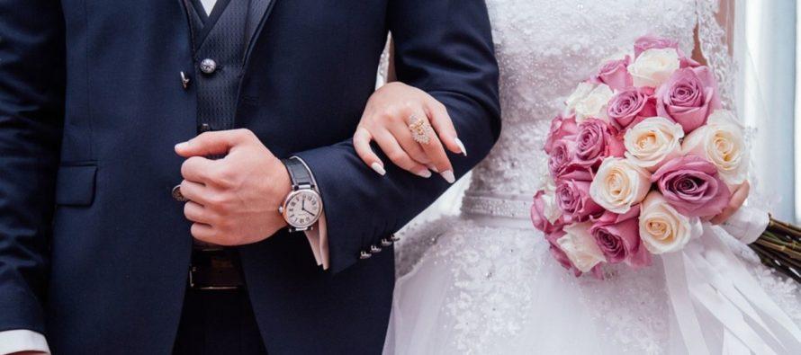 Él no se atrevió a decírselo: ocultó su sexo de nacimiento a su esposo por 19 años
