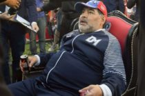 Maradona trató como un patán a niños mexicanos que le pedían autógrafos y las redes reaccionaron (Video)