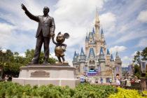 Disney prohibirá fumar en sus parques