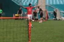 Djokovic se pasó al fútbol en el Hard Rock Stadium de Miami (Video)