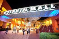 Compradores llegaron al Dolphin Mall para devolver regalos navideños