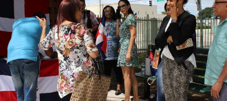 En Miami: Dominicanos rechazaron cambio de su Constitución