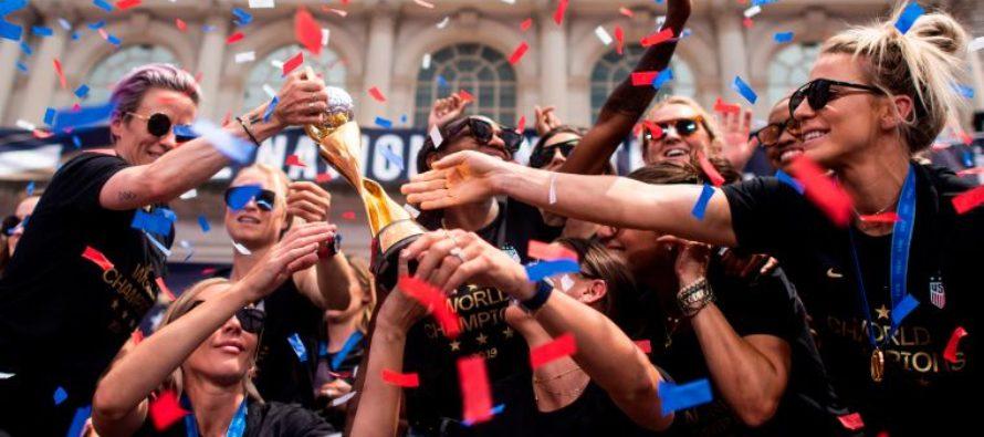 Nueva York ovacionó a la selección femenina de fútbol bajo el lema «igualdad en la remuneración»
