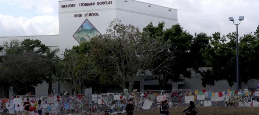 Demandas por negligencia introducen padres de 5 víctimas del tiroteo en Parkland