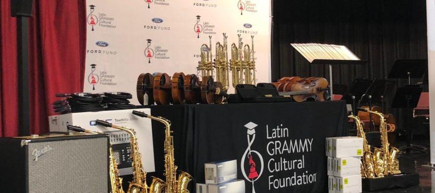 Donan costosos instrumentos musicales a escuela de Florida